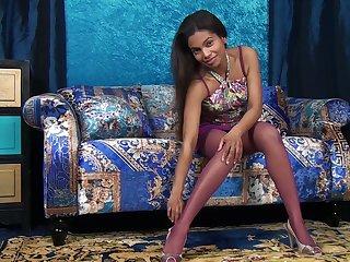 Mocha facing chick Alishaa Mae shows her puffy ebon nipples coupled with yummy twat