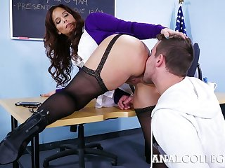 Lewd teacher with chunky boobs Syren De Mer prohibited to shrink from insatiable anal slut