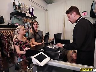 Naomi forest heads shopping for the sponger corporeality be advantageous to the right size porntube