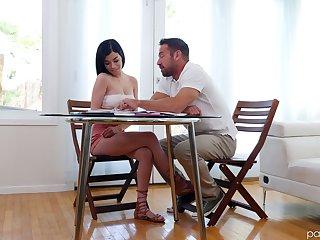 Sophomore student Savannah Sixx seduces luring tutor Johnny Castle