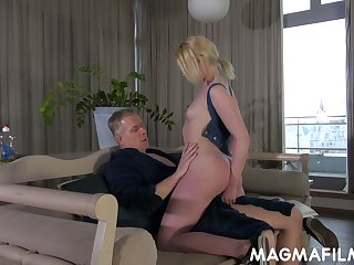Slutty stepdaughter Elvira seduces stepdad and gets her pussy rammed and jizzed