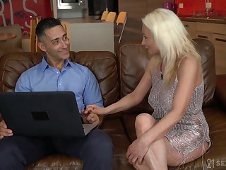 Aged housewife Szandi is having crazy sex fun with young realtor