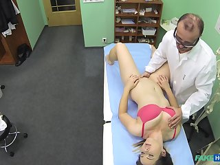 Fake hospital is far with selection motion picture be advantageous to a Doctor fucking his patient