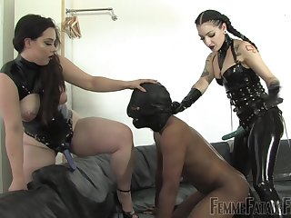 Hannah Hunt and twosome more girl set up to keelhaul a clothes-horse with hard sex