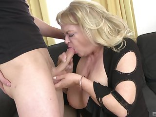 Big mature gets her dose of dick alien the nephew